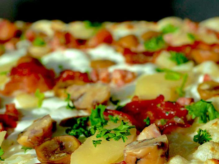 Winterkarte Flammkuchen Marone Birne Bacon